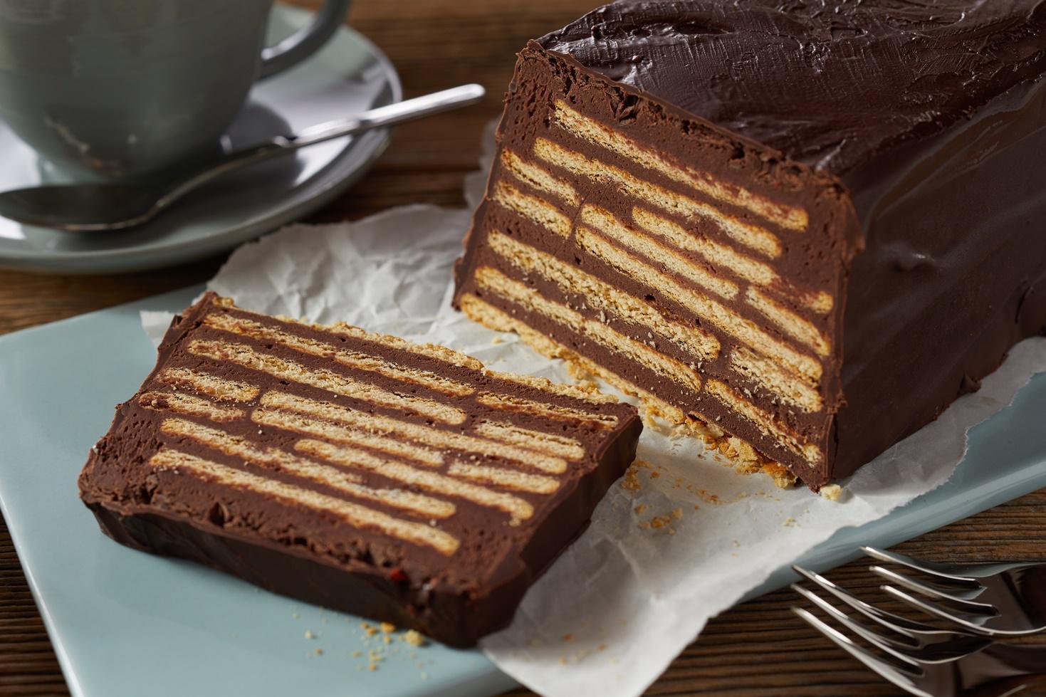 Rețeta celui mai simplu și rapid tort de biscuiți cu cremă de cacao și unt