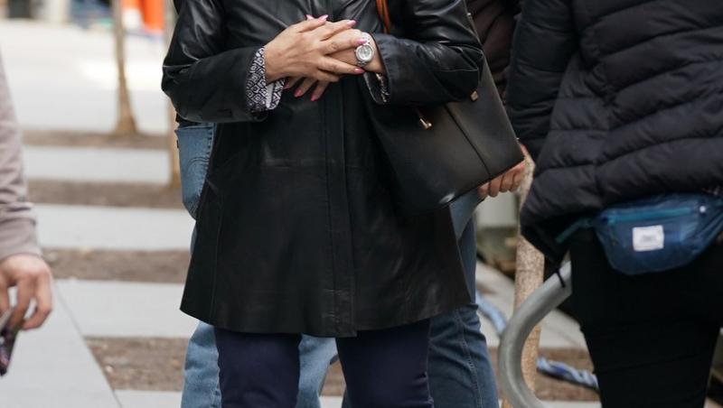Jennifer Lopez, cu posteriorul la vedere într-o pereche transparentă de colanți. Iluzia optică care a încins imaginația