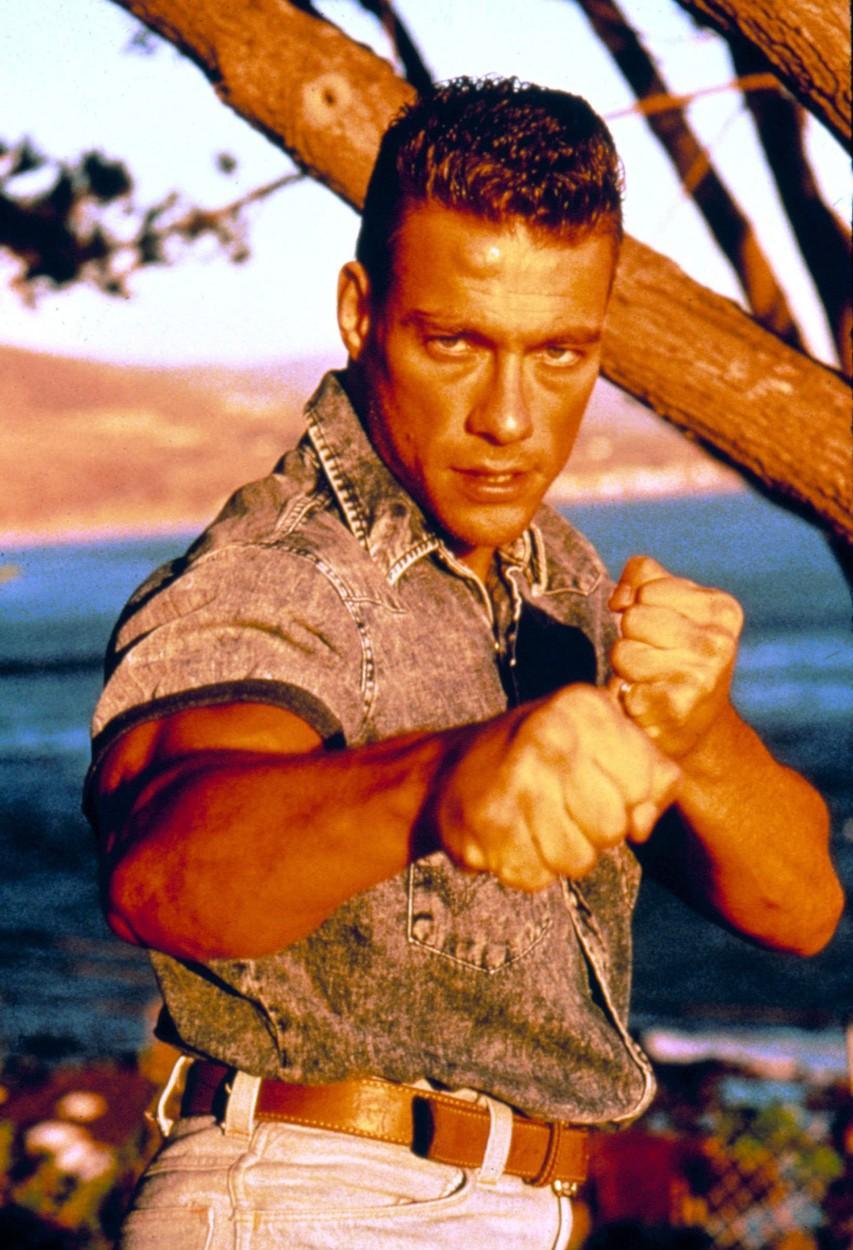 Jean Claude van Damme, surprins la plajă de paparazzi