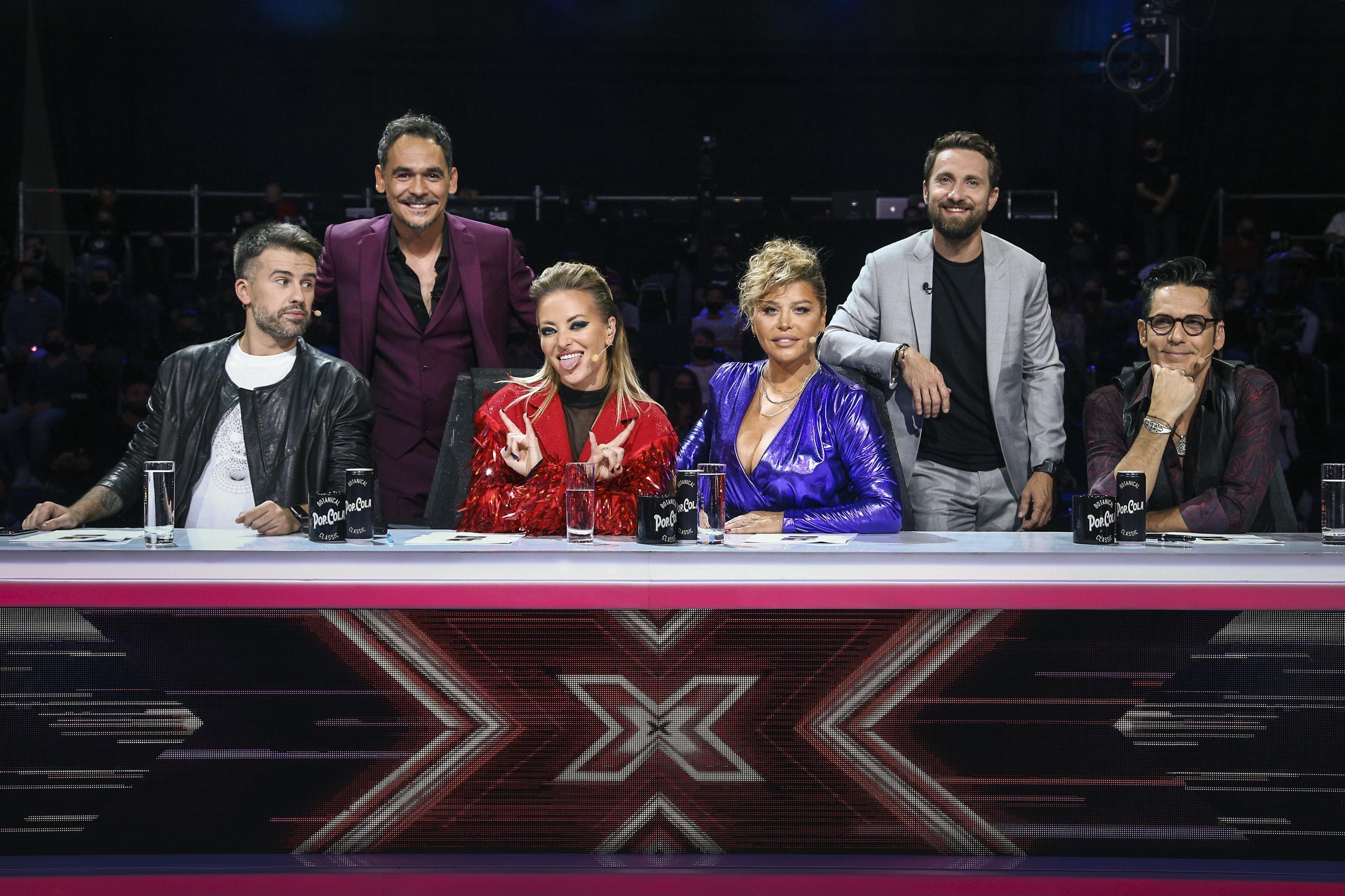 X Factor 3 decembrie 2020. Au făcut spectacol pe scenă. Ținutele purtate de Loredana și Delia în Bootcampul lui Florin Ristei