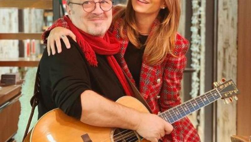Ana Baniciu și Mircea Baniciu cu o chitara în mână