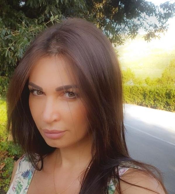 Nicoleta Luciu și-a făcut un selfie pe stradă, pentru pagina sa de Instagram