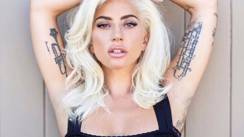 Lady Gaga își etalează tatuajele de pe brațe