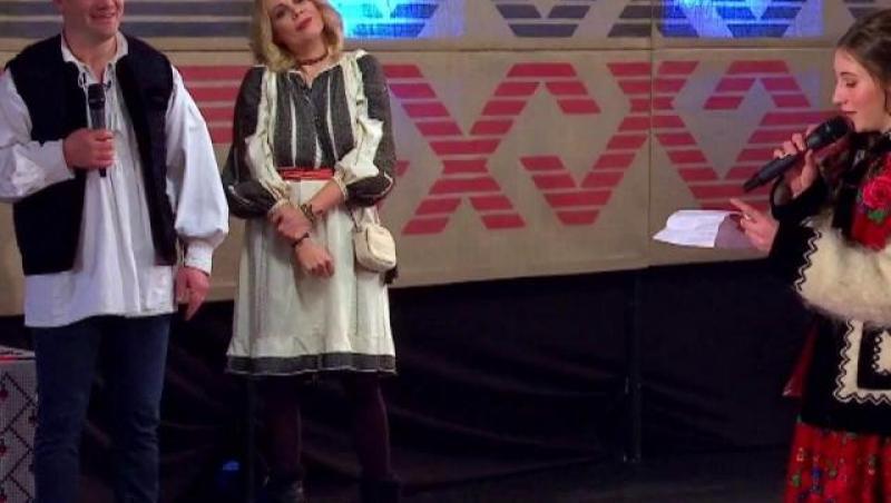 Dana Săvuică, purtând ia Românească, la Antena1