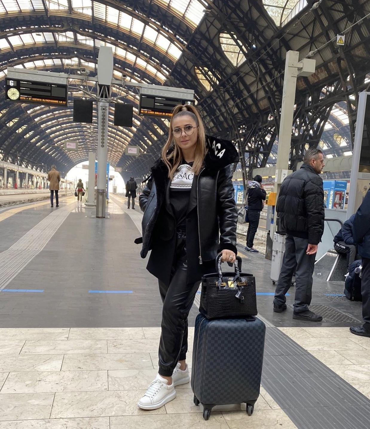 """Duminicã, de la 19:45, la Prodanca şi Reghe. Preţul succesului. Anamaria Prodan, imagini inedite în Milano:""""E prima oarã când fac asta!"""""""