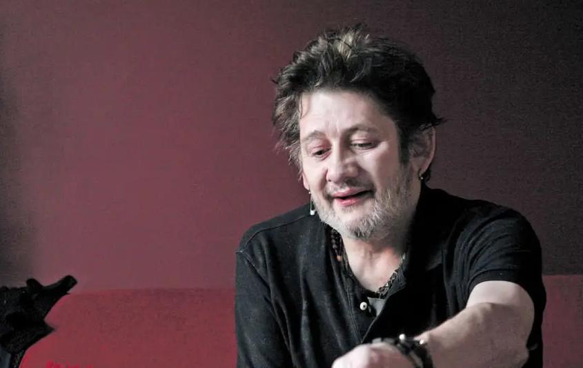 Johnny Depp va produce un documentar despre muzicianul şi poetul Shane MacGowan, liderul trupei The Pogues