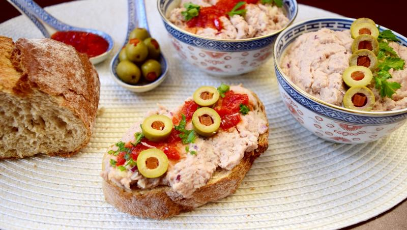 Pastă de pește conservat cu ceapă roșie și maioneză de țelină