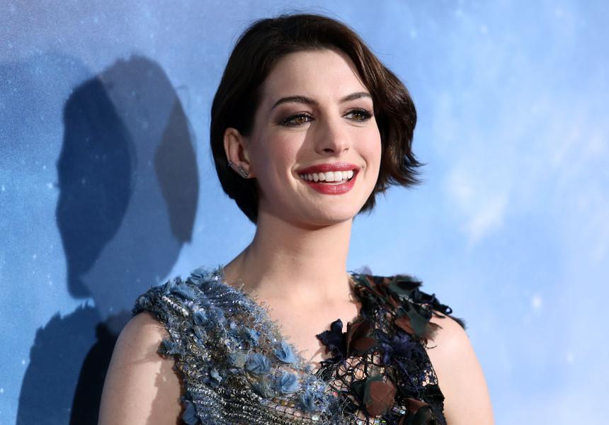 Anne Hathaway, în ecranizarea unui roman despre educaţia parentală în Franţa