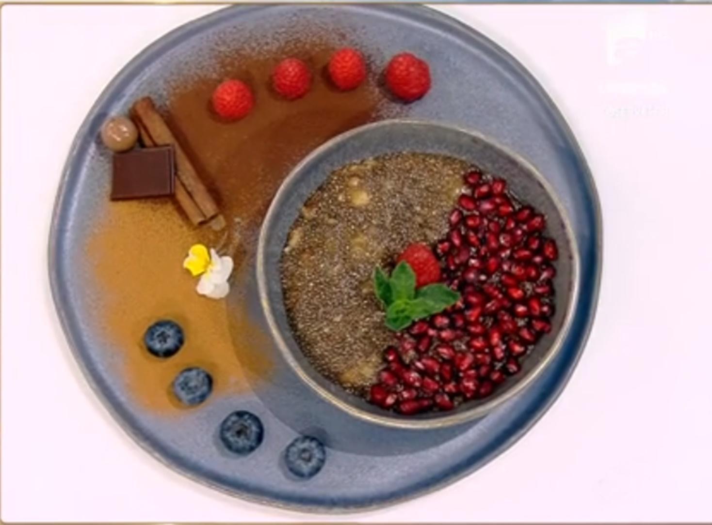 Idee de gustare plină de savoare și sănătate: Budincă de chia cu banane și zmeură