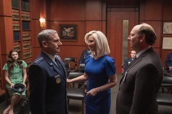 """Lisa Kudrow şi Steve Carell, în serialul """"Space Force"""", lansat de Netflix la finalul lunii mai"""