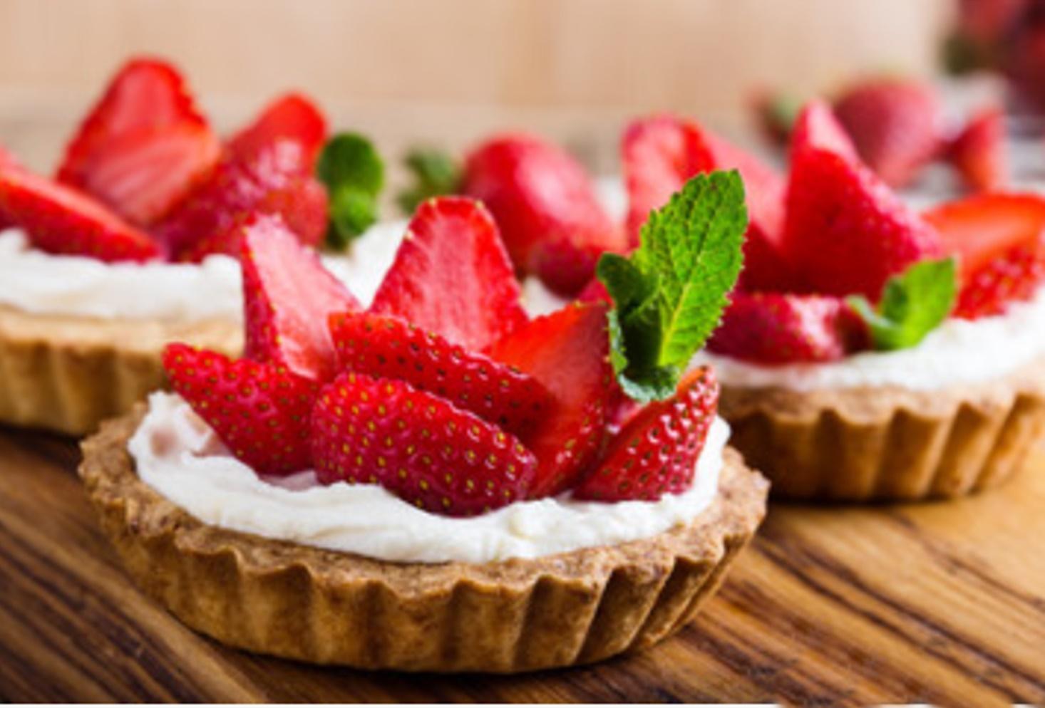 Rețetă de desert simplu cu căpșuni. Rețetă de minitarte cu cremă de vanilie și căpșuni