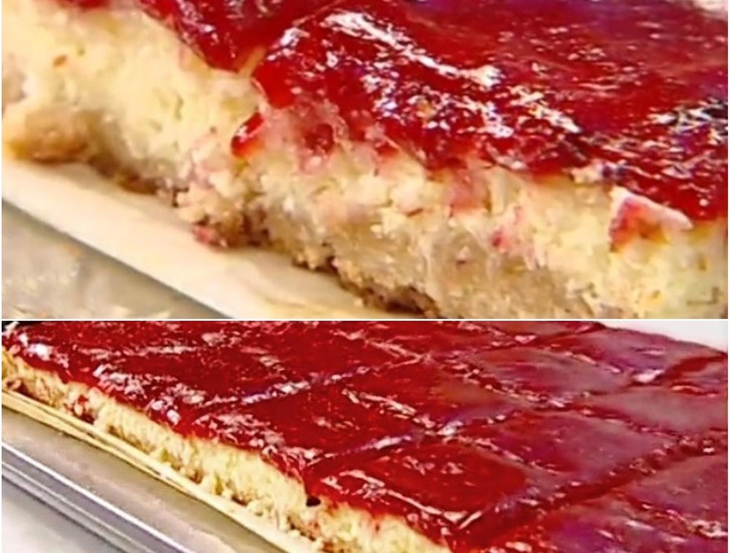 Prăjitură cu cremă de brânză și jeleu de căpșuni