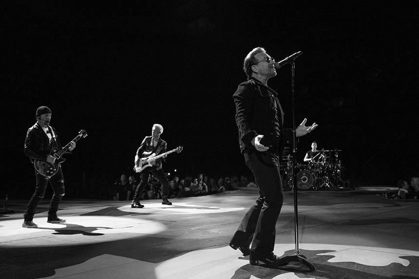 "Versurile ""I Still Haven't Found What I'm Looking For"" scrise de Bono, vândute pentru 76.000 de lire sterline"