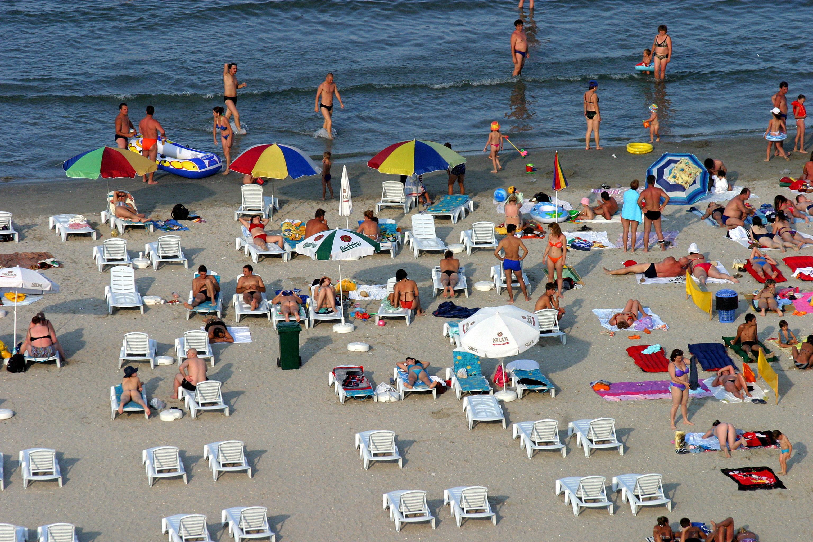 Care sunt prețurile pe litoral, după redeschiderea plajelor și a teraselor. De ce se lovesc românii când vor să facă rezervare