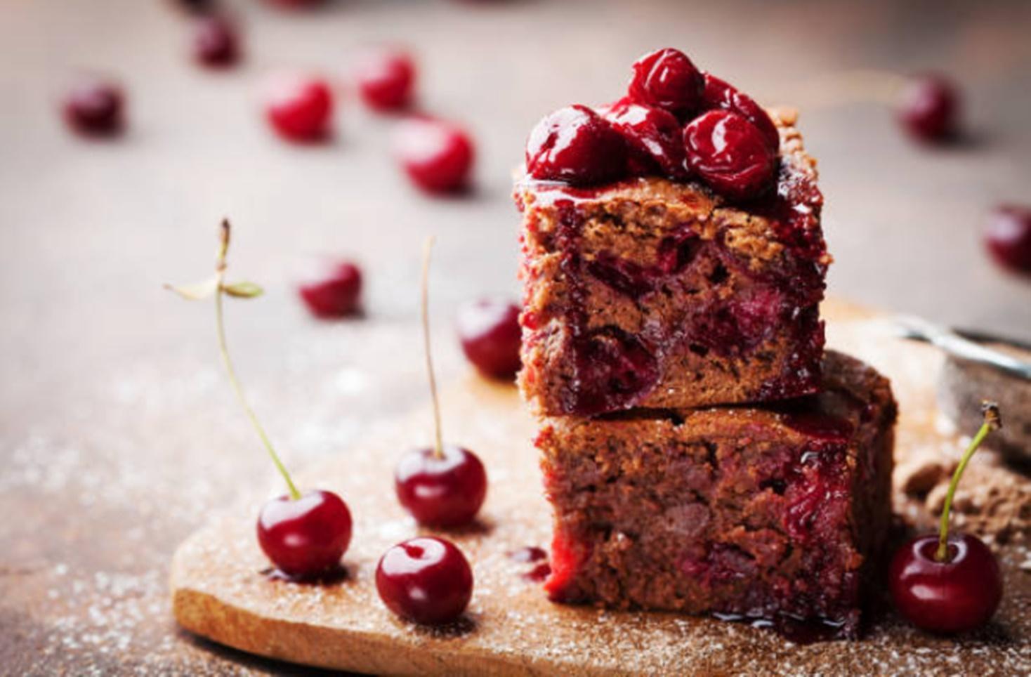 Negresă cu ciocolată și vișine. Cea mai adorată prăjitură de vară!