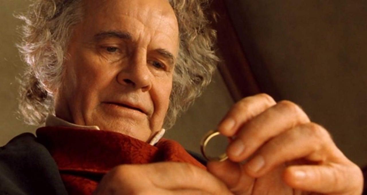 """A murit Ian Holm, actorul care l-a interpretat pe Bilbo Baggins, în """"Stăpânul Inelelor"""" și """"Hobbitul""""! A avut o suferință cumplită!"""