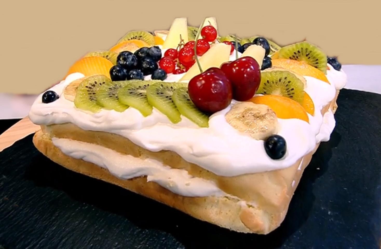 Pandișpan cu cremă de vanilie și multe fructe - Rețeta Ramonei Olaru  de la Neatza cu Răzvan și Dani