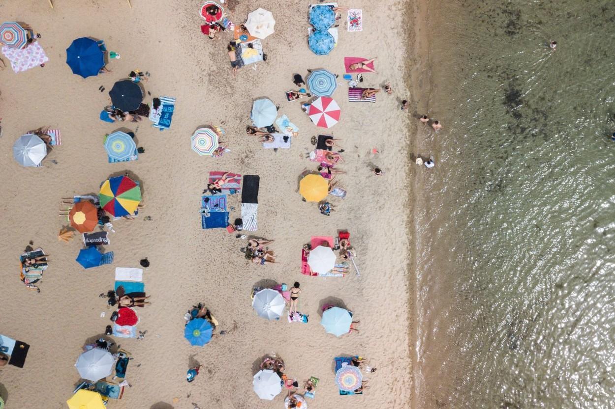 Românii vor merge în vacanță pe baza unui cod de bare. Ce presupune măsura impusă de la 1 iulie, în Grecia