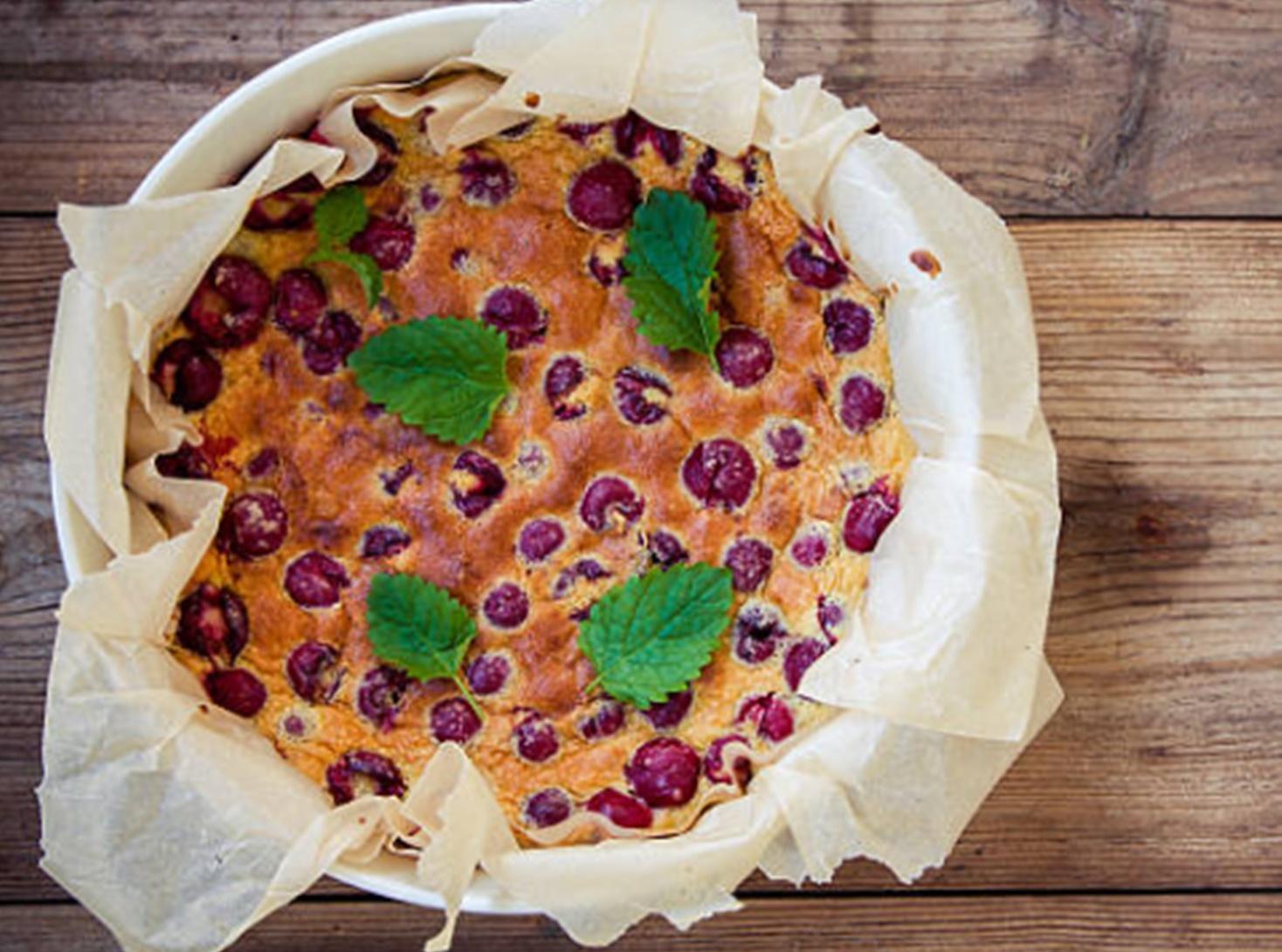 Clafoutis cu cireșe. Desertul vedetă al verii din bucătăria franțuzească