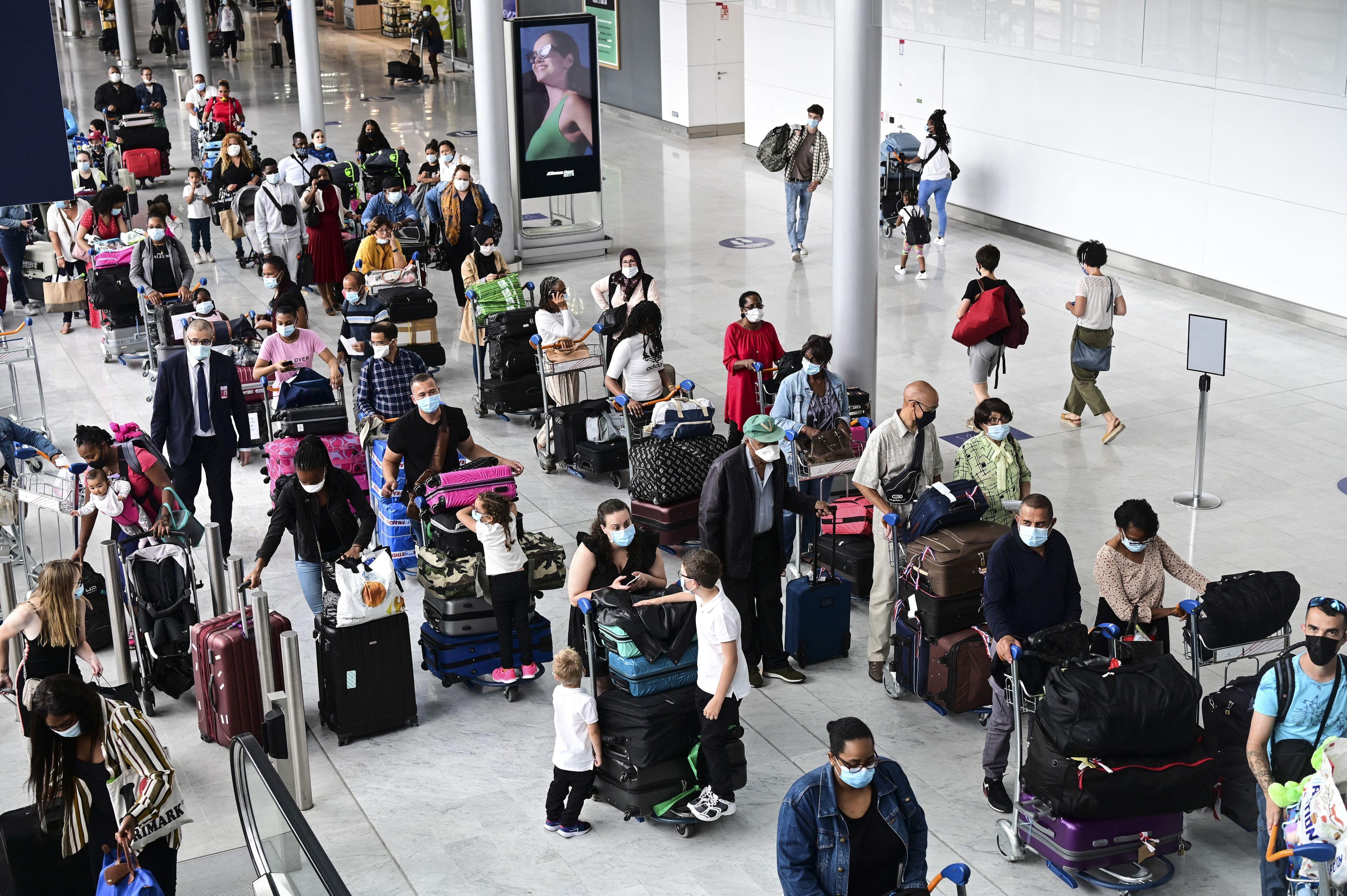 Oficial! Uniunea Europeană și-a redeschis graniţele pentru sezonul turistic. Aeroporturile, luate cu asalt de britanici, nemți și italieni