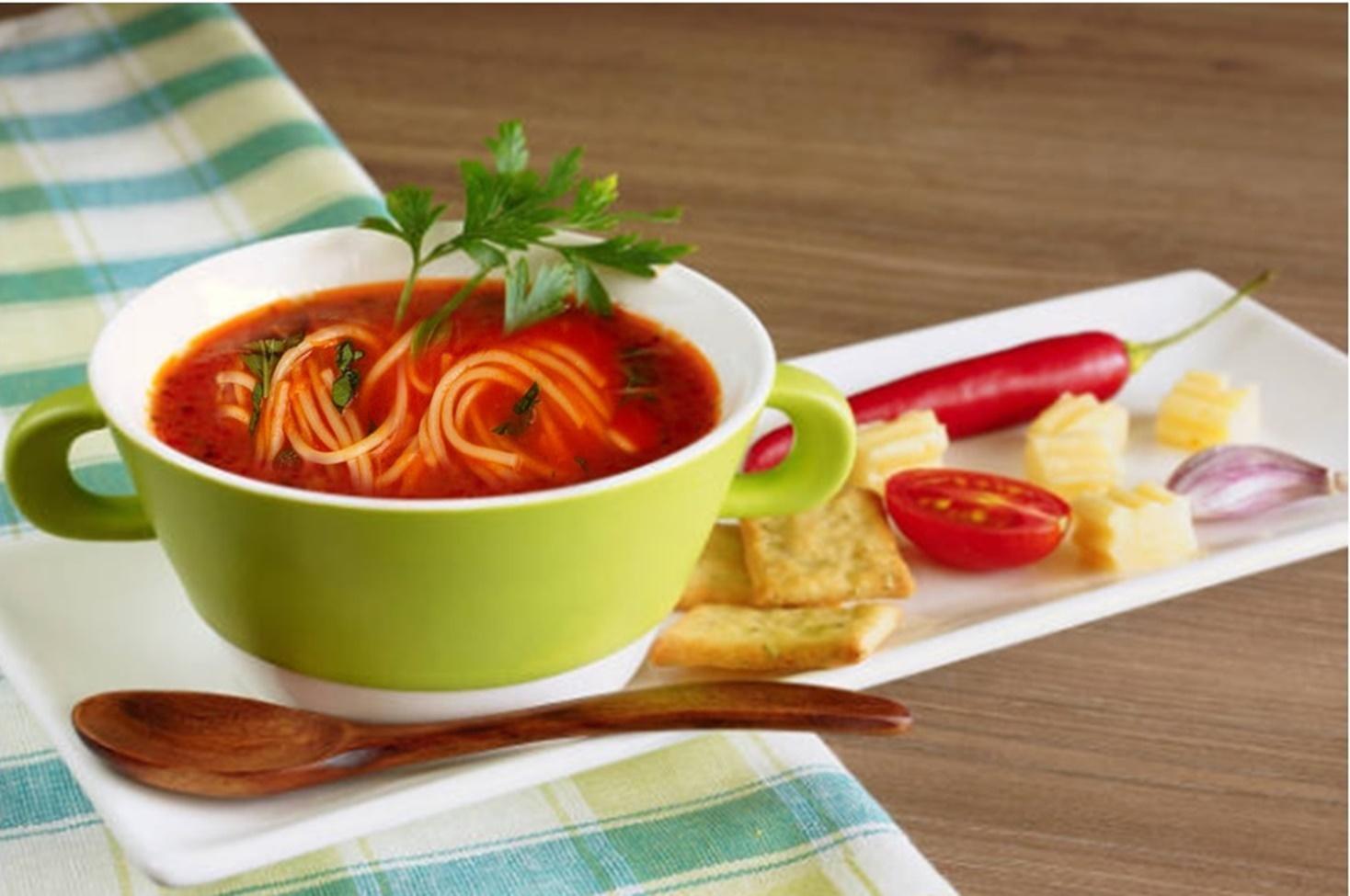 Supă de roșii cu fidea. Rețeta simplă de răcorire a românilor pentru căldura de afară