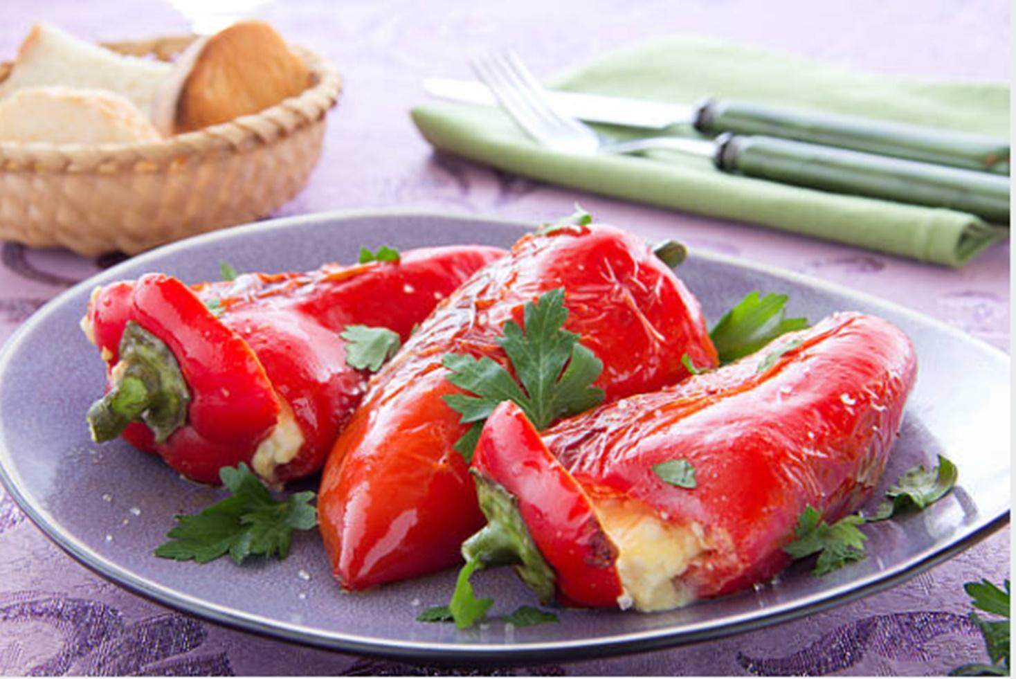 Rețetă de ardei copți umpluți cu brânză. Cel mai bun aperitiv al verii
