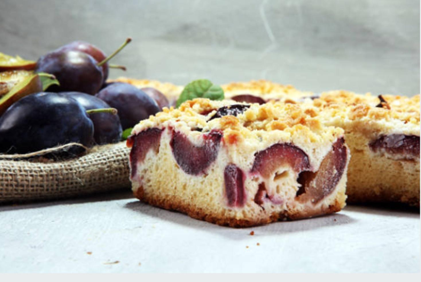 Prăjitură cu prune și crumble. Rețetă delicioasă de desert cu prune