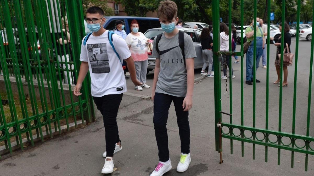 Cum vor merge elevii la școală, din toamnă? Guvernul a finalizat noi măsuri de prevenire a Covid-19