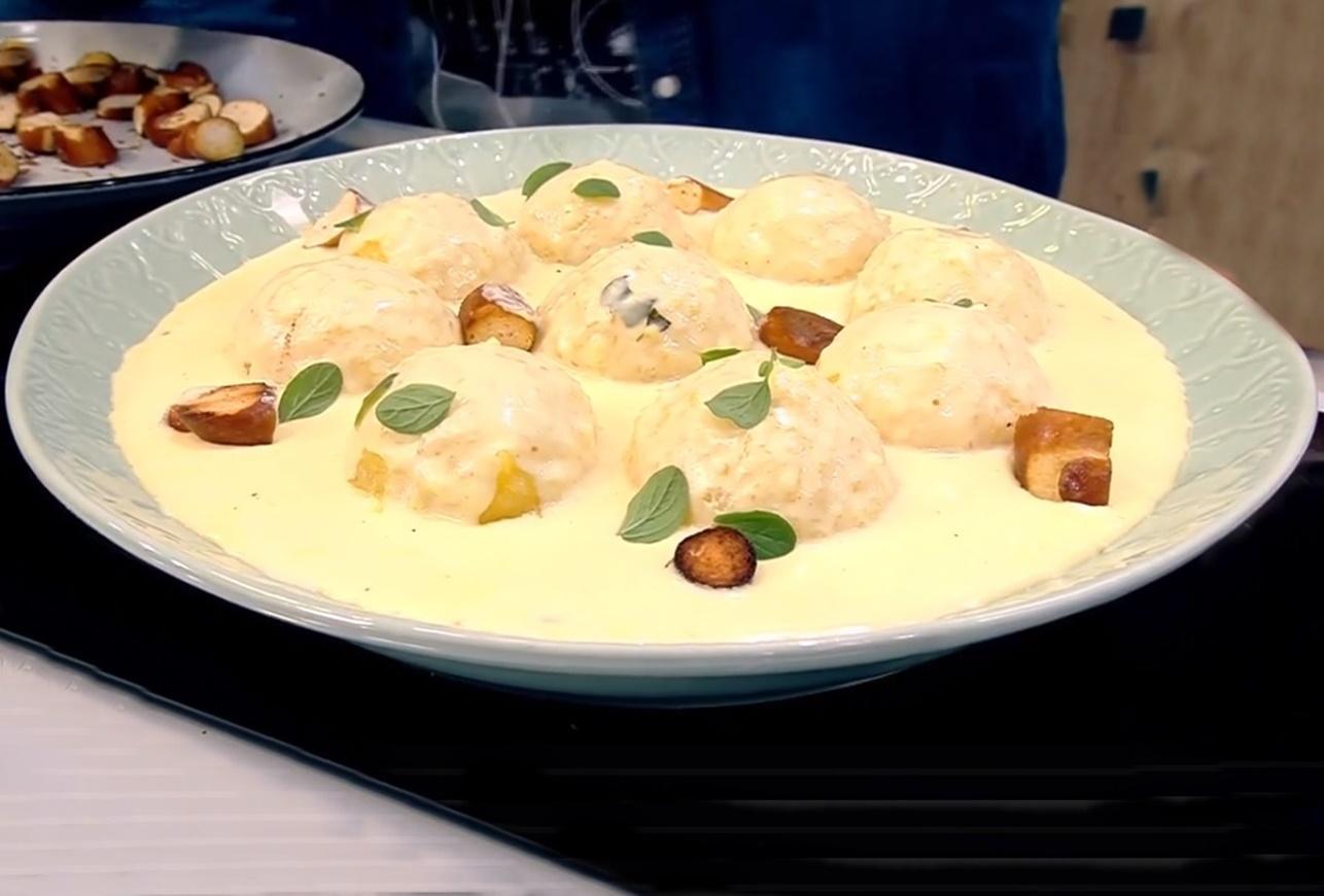 Găluște de cartofi cu sos de cașcaval