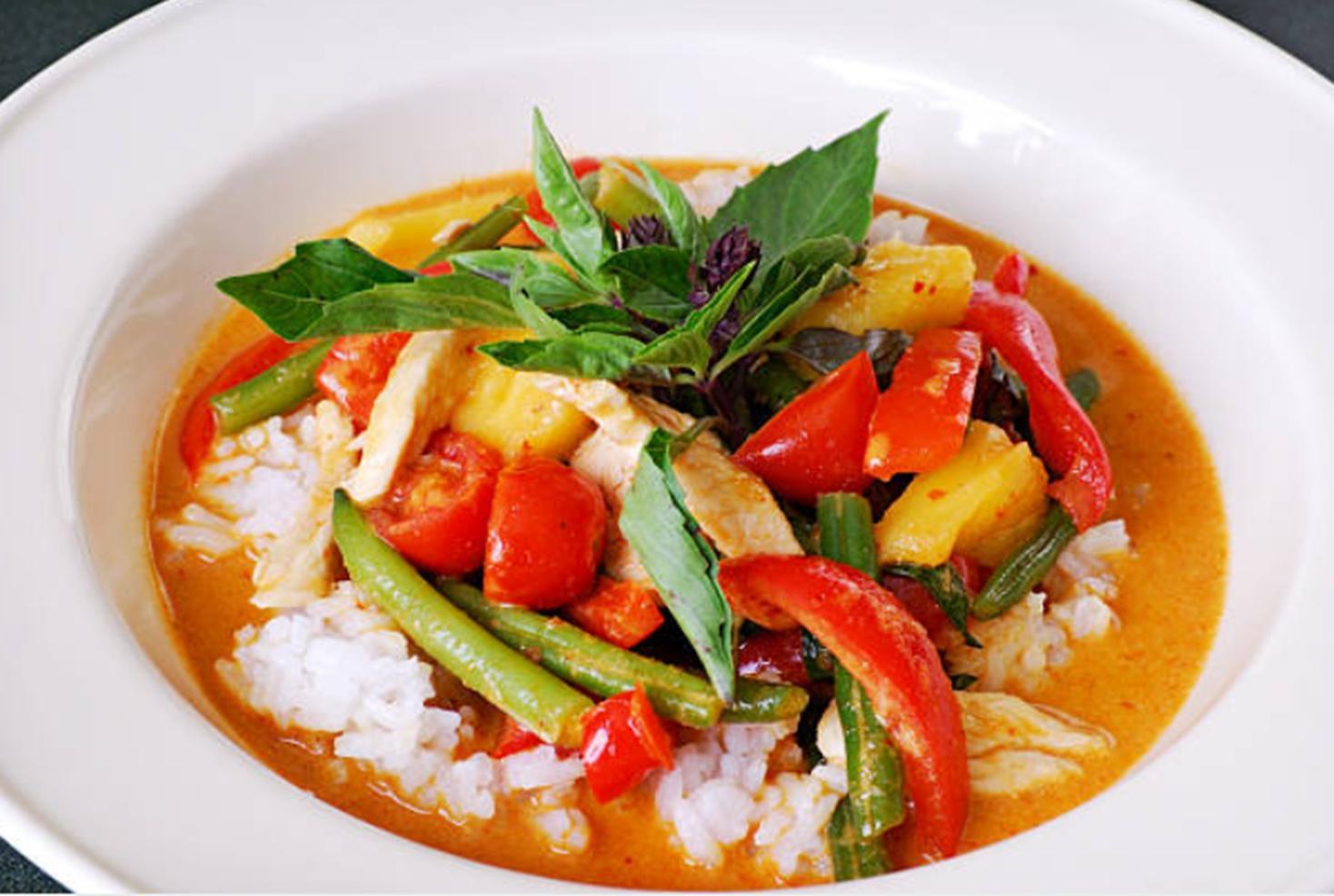 Rețeta Curry de pui cu legume trase la tigaie