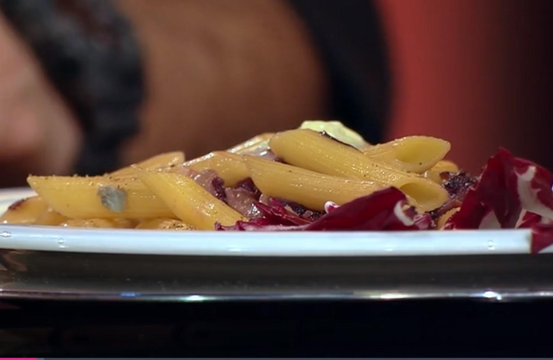 Rețetă italiană de paste cu radicchio și bacon, în sos de gorgonzola