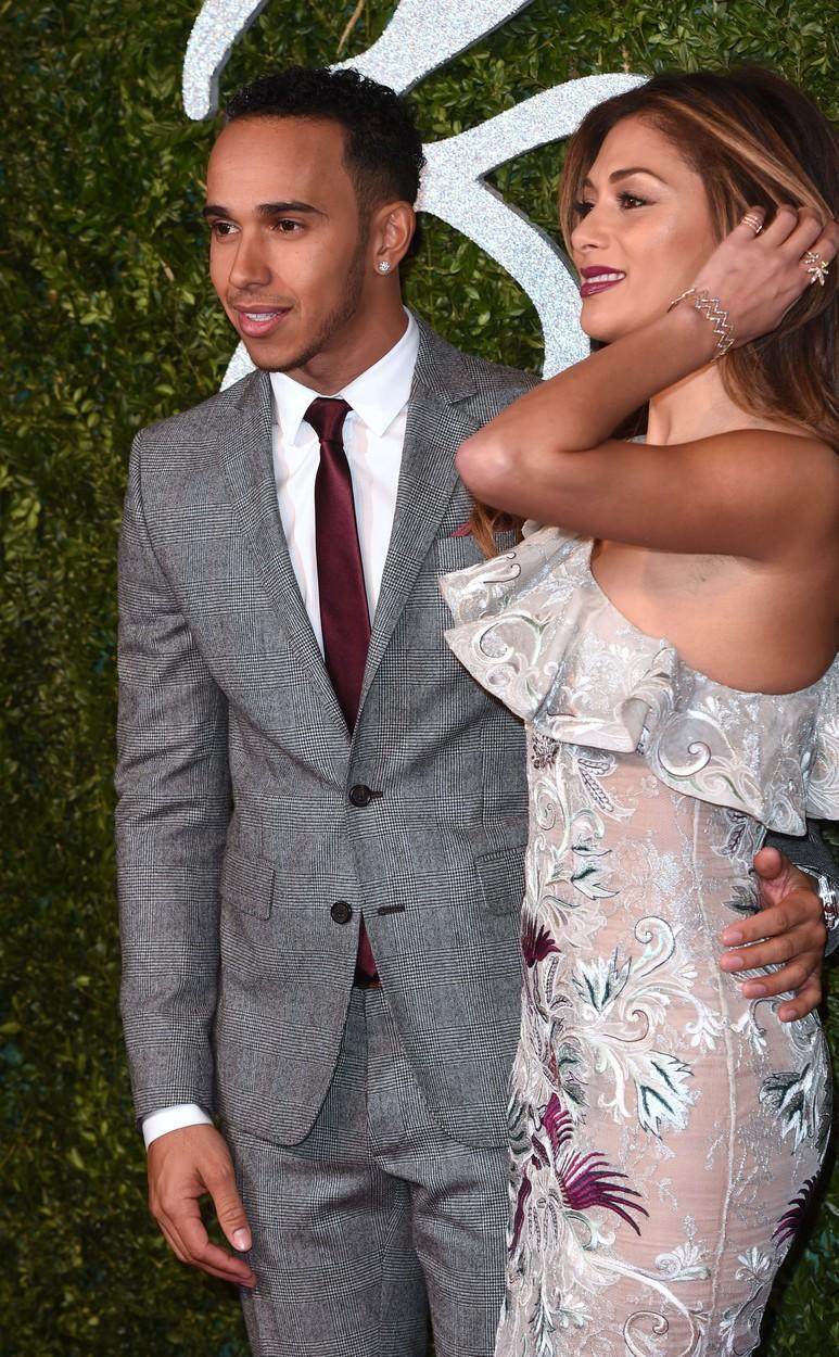Noua iubită a lui Lewis Hamilton este copia fidelă a lui Nicole Scherzinger