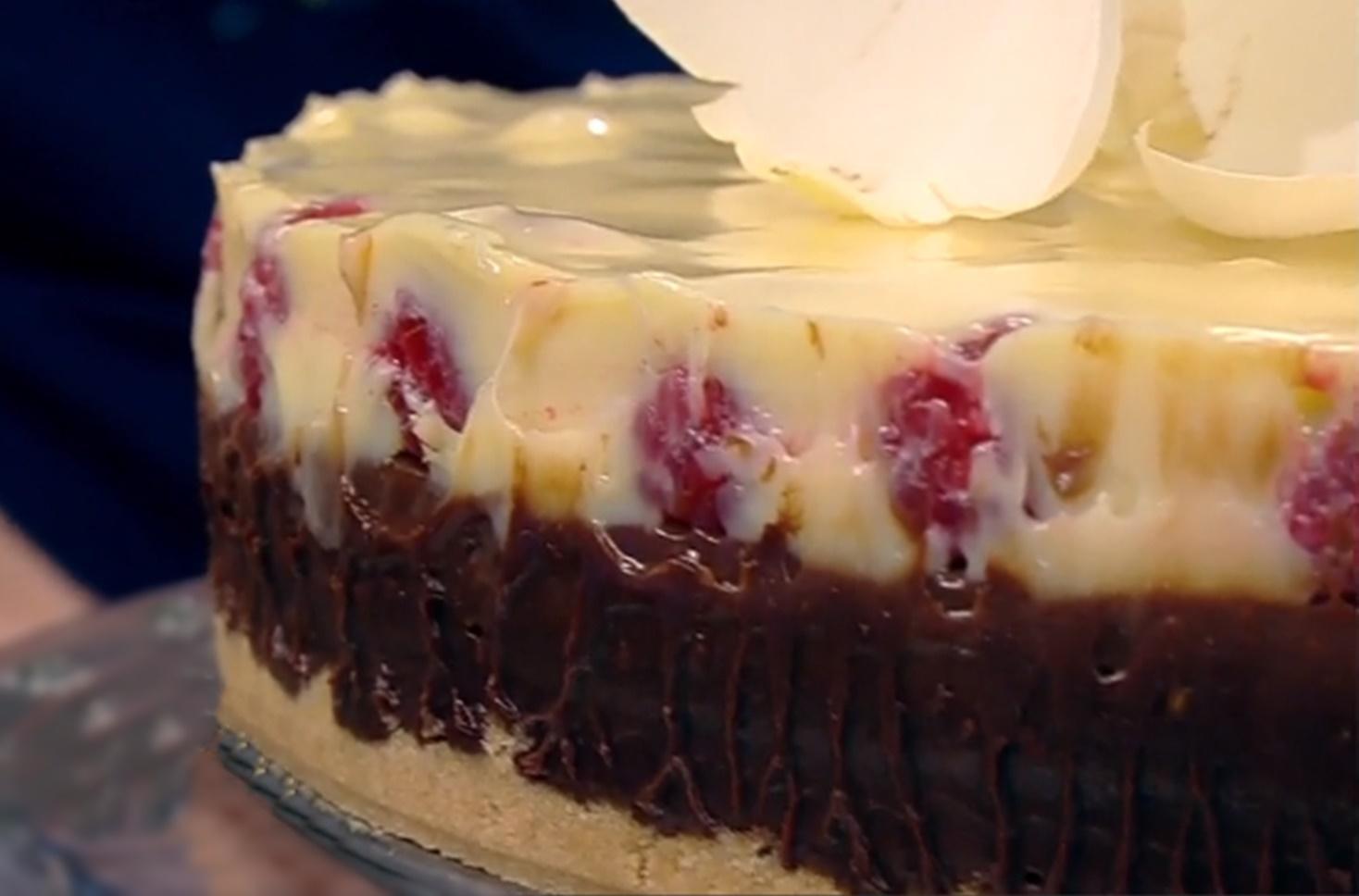 Rețeta Tort duo cu ciocolată și zmeură. Tort simplu și rapid, fără coacere