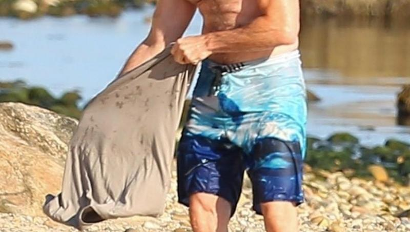 Hugh Jackman, la plajă în Hamptons