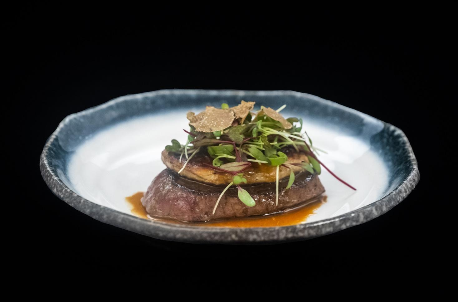 Mușchi de vită cu foie gras și trufe. O combinație de notă maximă!