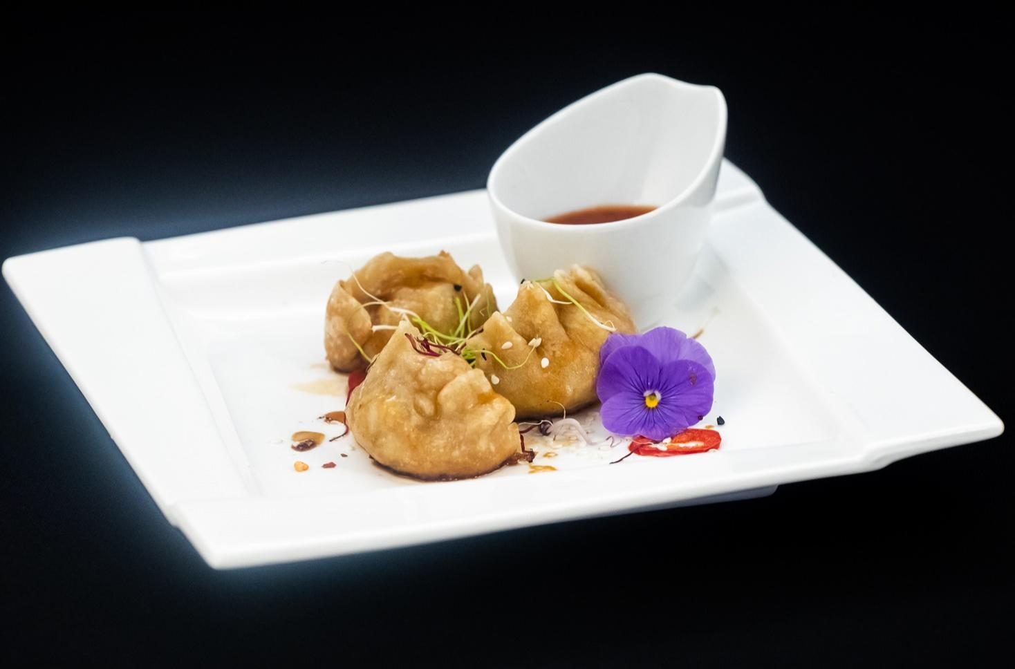 Găluște chinezești umplute cu carne de porc. Chinese dumplings sau Pork Jiaozi