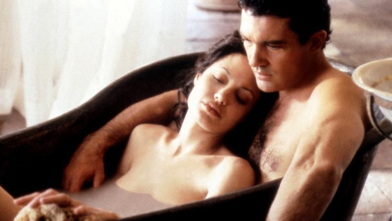 """Antonio Banderas și Angelina Jolie, într-o scenă celebră din filmul """"Original Sin"""""""