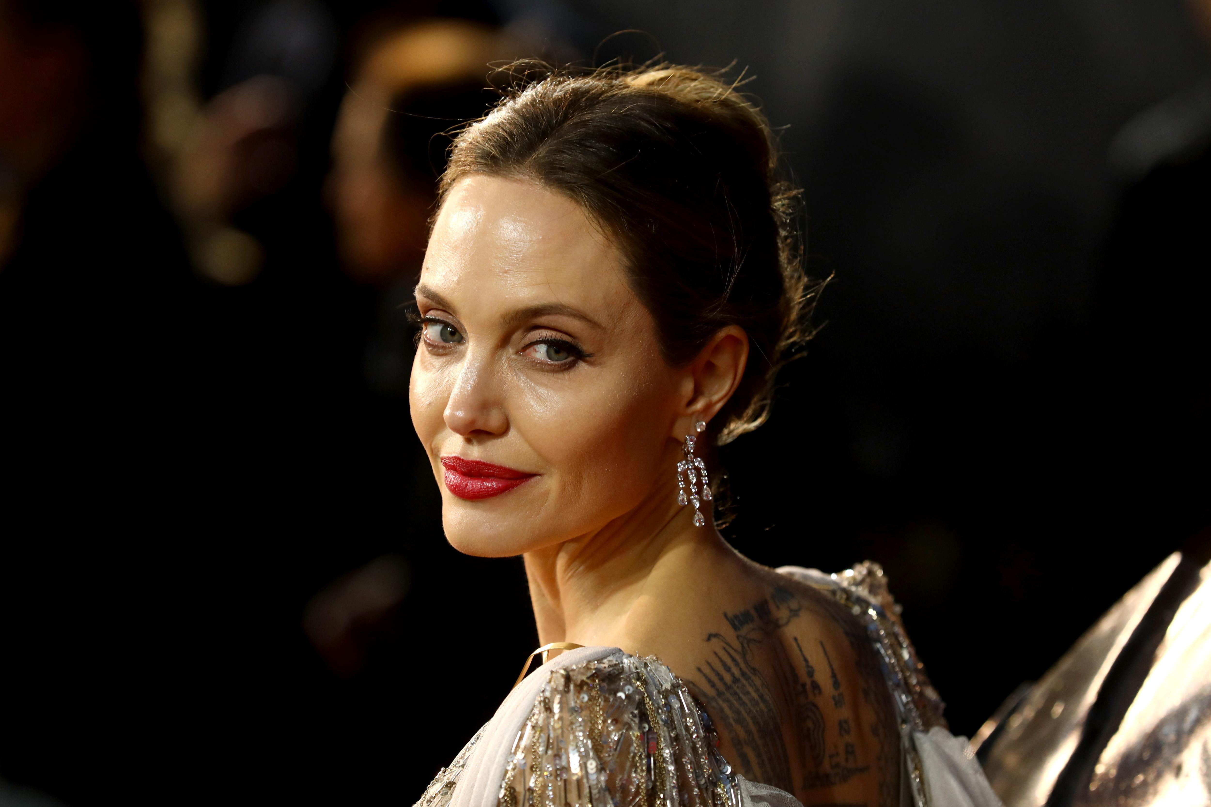 Cum arată Angelina Jolie într-o zi obișnuită