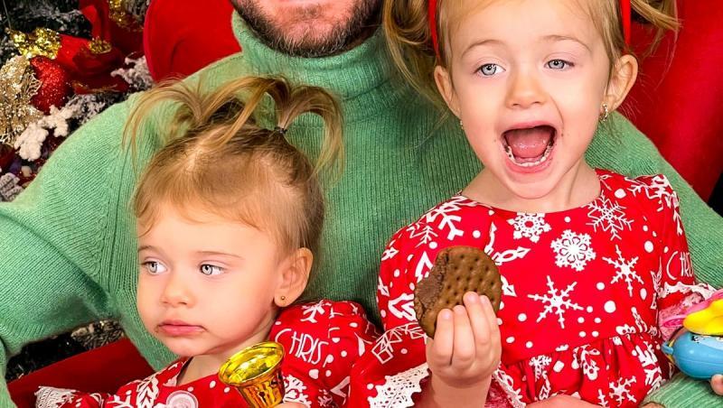 Tavi Clonda alături de cei doi copii, de Crăciun