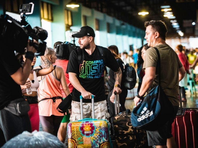 """Asia Express, sezonul 3. Concurenții, """"asaltați"""" cu pește într-o piață din Filipine. Cum a fost primul contact cu țara"""