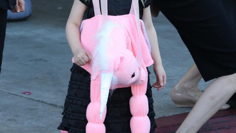 Vivienne Jolie Pitt, imbracata in negru si roz
