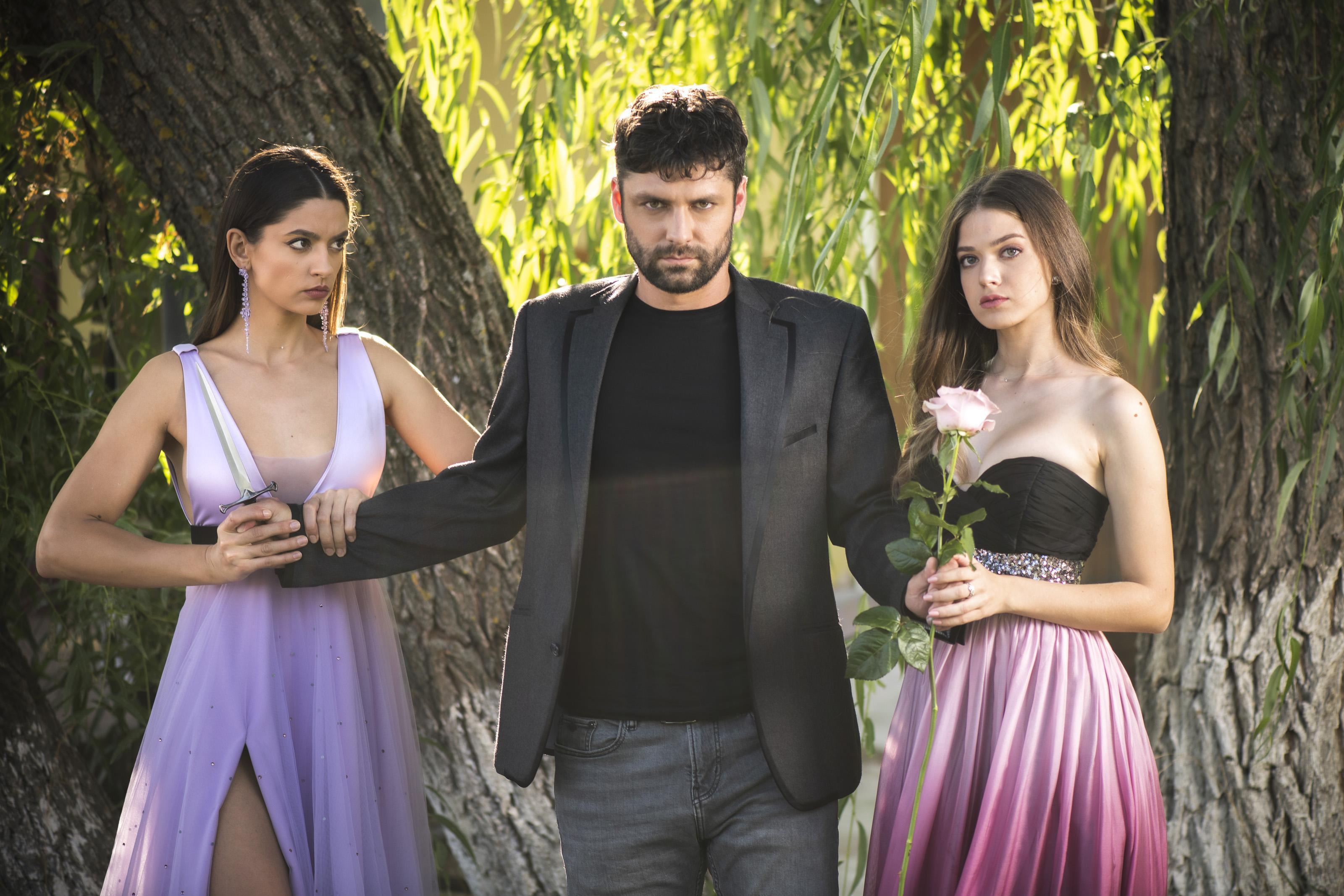 """Cine este Oana Moșneagu, Andreea din serialul """"Adela"""". Se spune că este sosia Antoniei"""