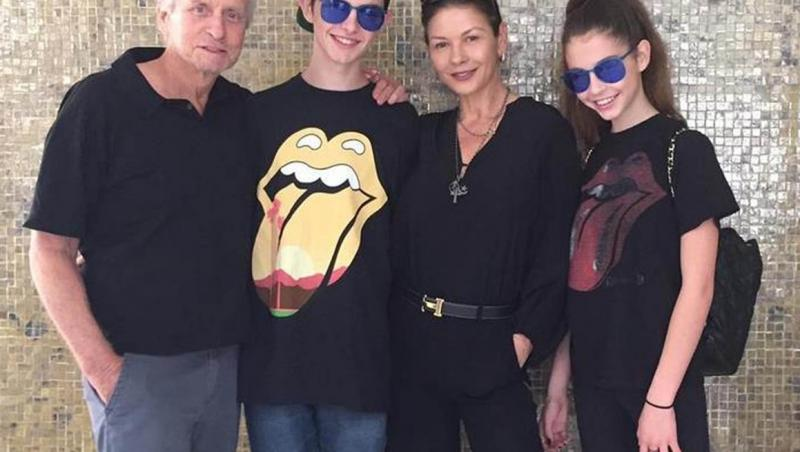 Michael Douglas și Catherine Zeta-Jones, alături de cei doi copii ai lor