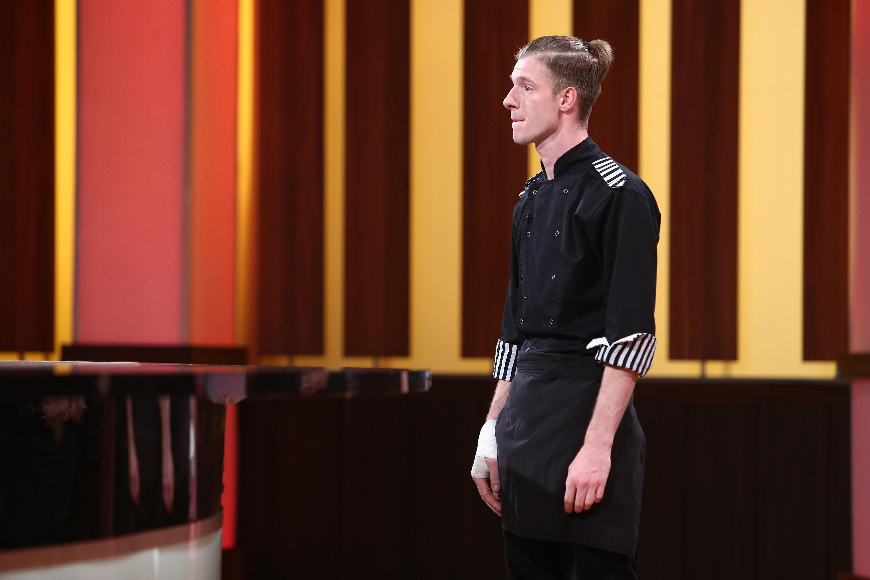 """Adrian Luca în platoul emisiunii """"Chefi la cuțite"""", sezonul 8"""