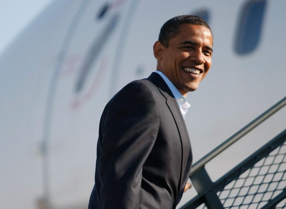 Fostul Președinte al SUA, Barack Obama, surprins la plajă. Cum arată când renunță la ținutele elegante