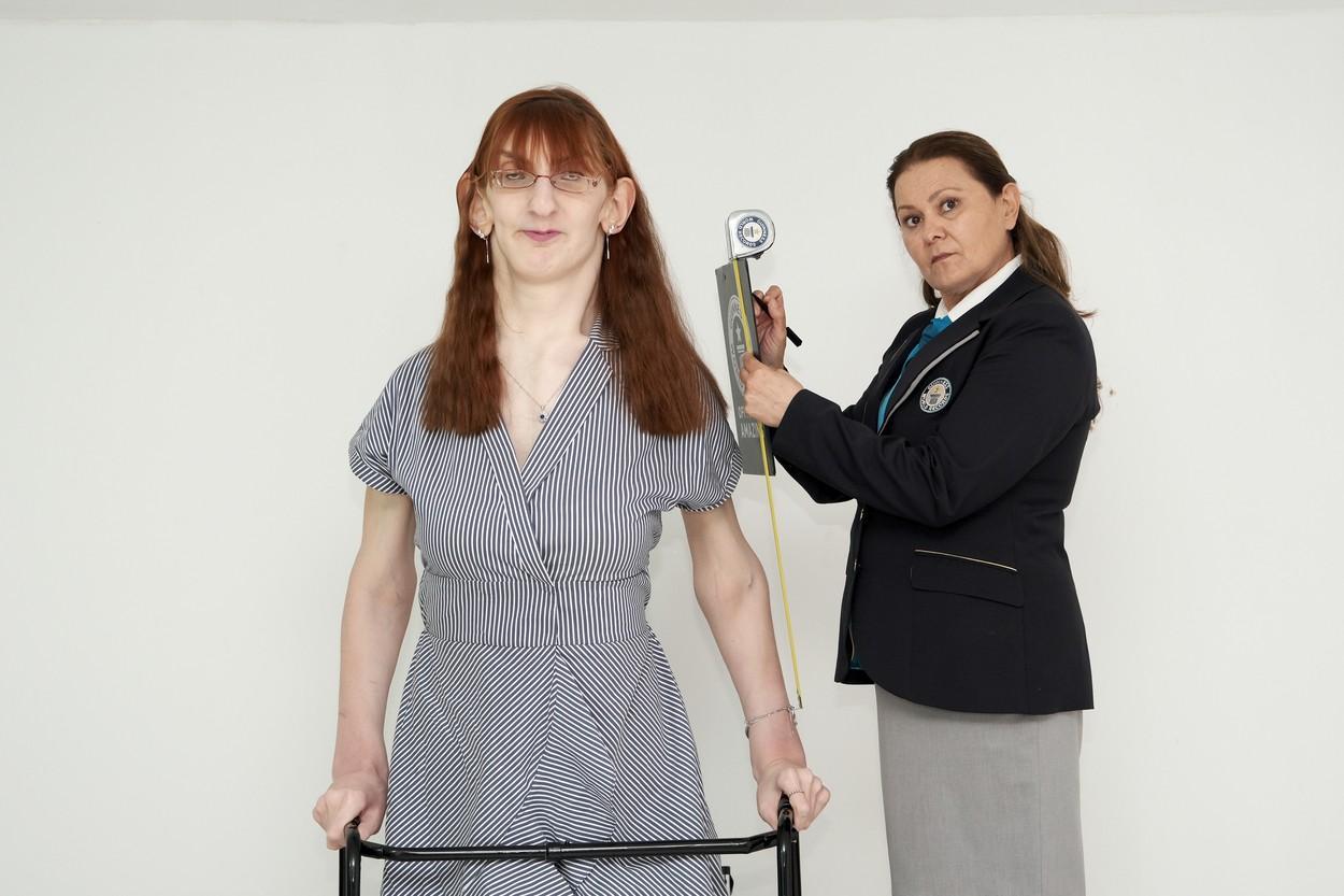 Rumeysa Gelgi este cea mai înaltă femeie din lume. Tânăra provine din Turcia, are 24 de ani și o înălțime de peste 2,15 metri