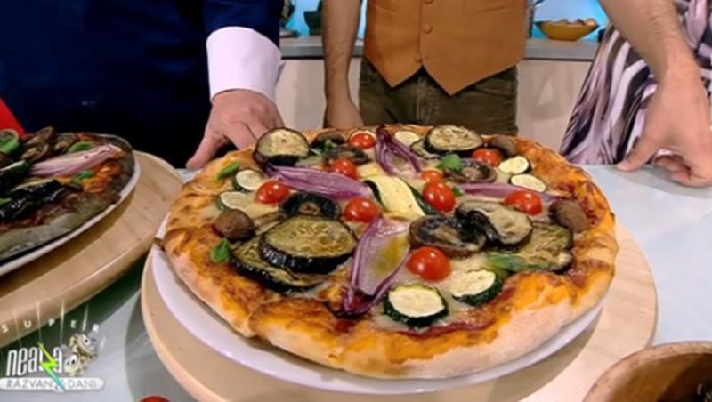 Pentru o reușită sigură a aluatului de pizza, acesta se frământă cu o zi înainte