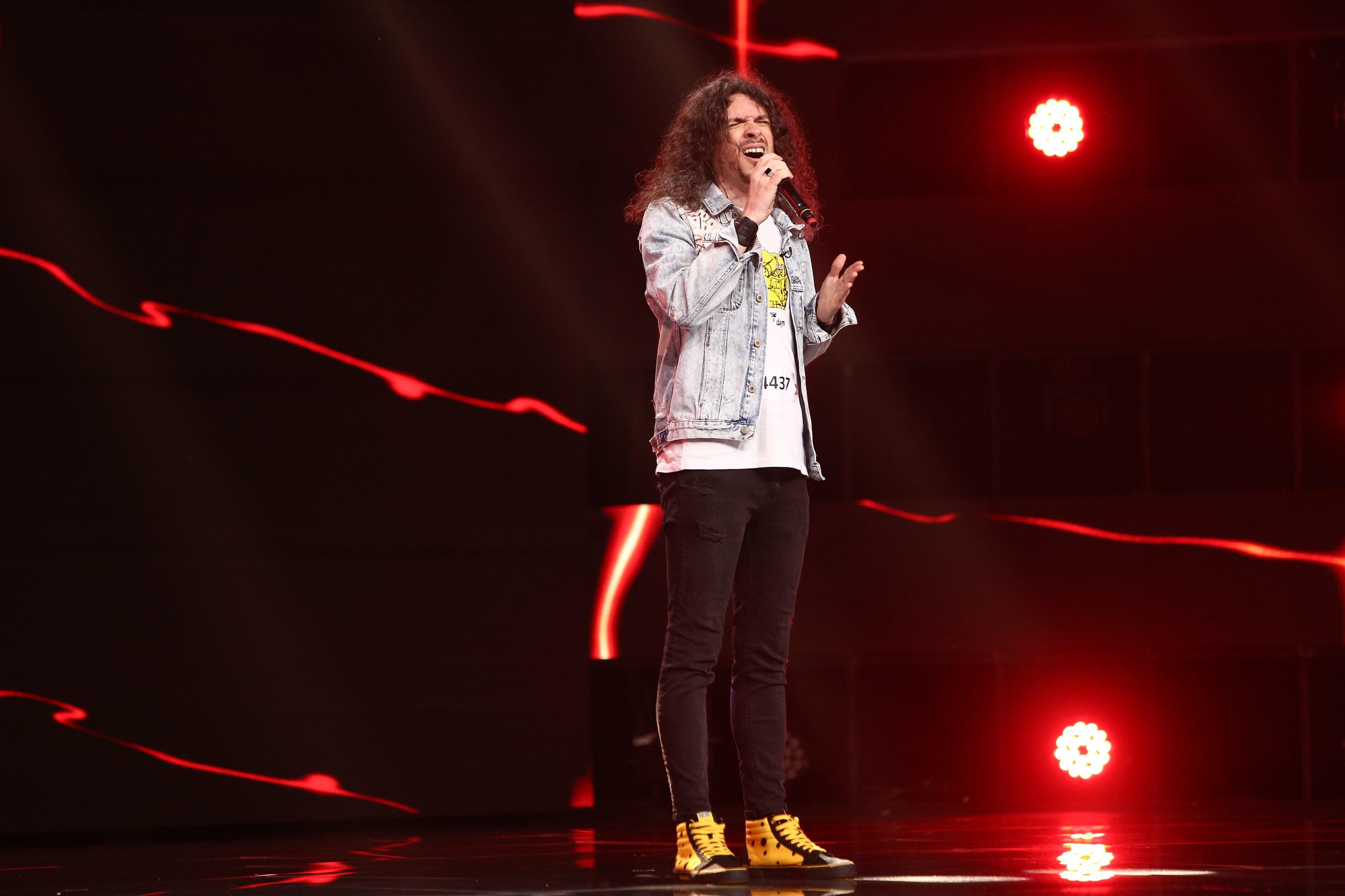 """X Factor 2021, 15 octombrie. Mădălin Antonesei și-a pus amprenta asupra piesei """"Higher Ground"""". """"Ai cântat cu cusături"""""""