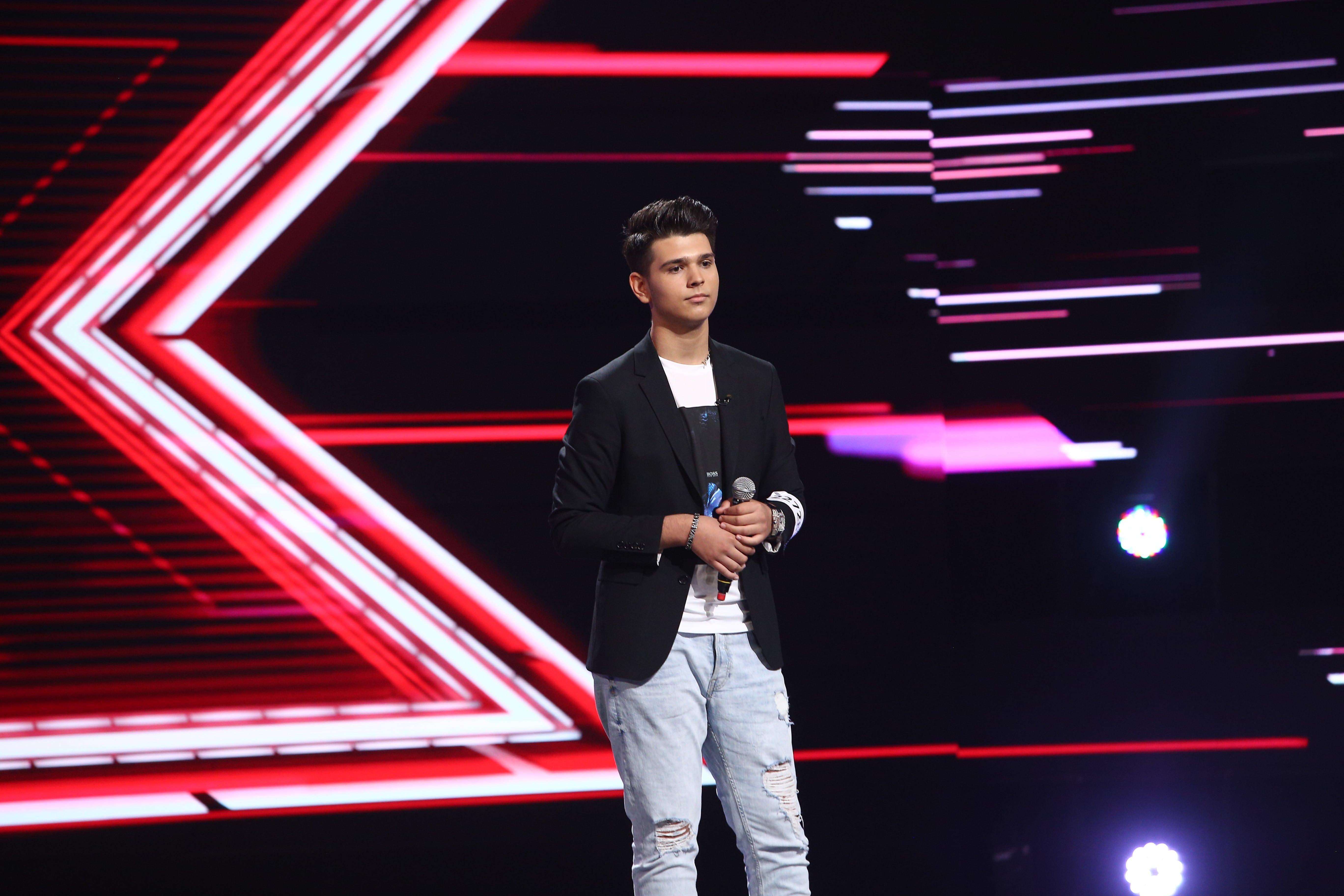 """X Factor 2021, 22 octombrie. Mihai Adrian Onilă, interpretarea emoționantă a piesei """"De-ai fi tu salcie la mal"""". Reacția juraților"""