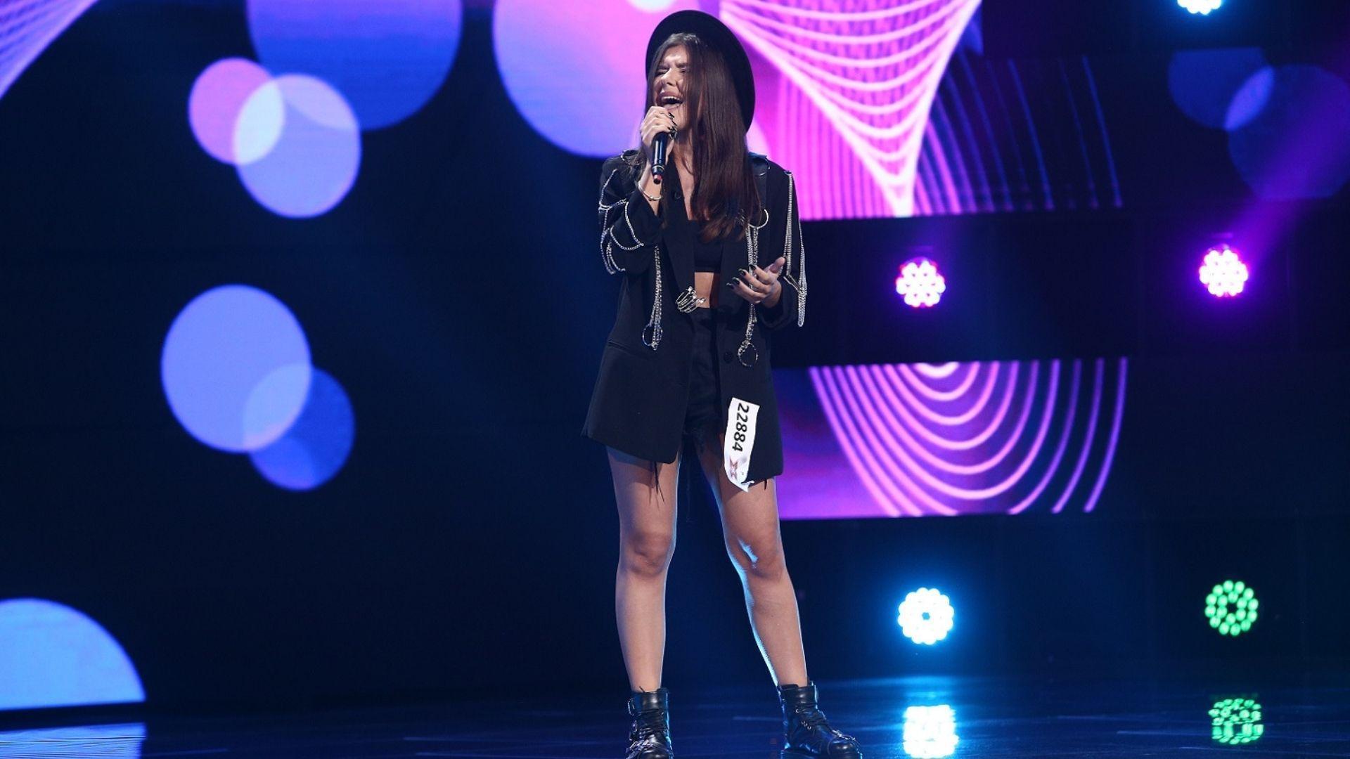 """O studentă va da frâu liber emoțiilor pe scena X Factor, azi, de la 20:30, la Antena 1: """"În locul lui Florin Ristei, nu aș ezita"""""""